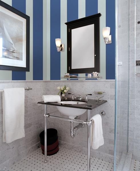 Vertical Stripes small bathroom decor idea