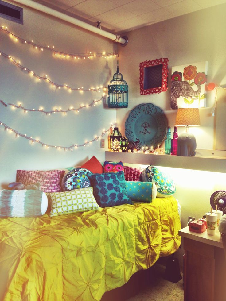 DIY Dorm Room Ideas with Lighting for cute college decor