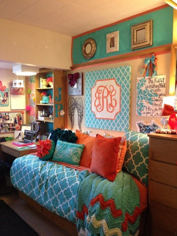 DIY Dorm Room Ideas for college bedding looks cute college decor