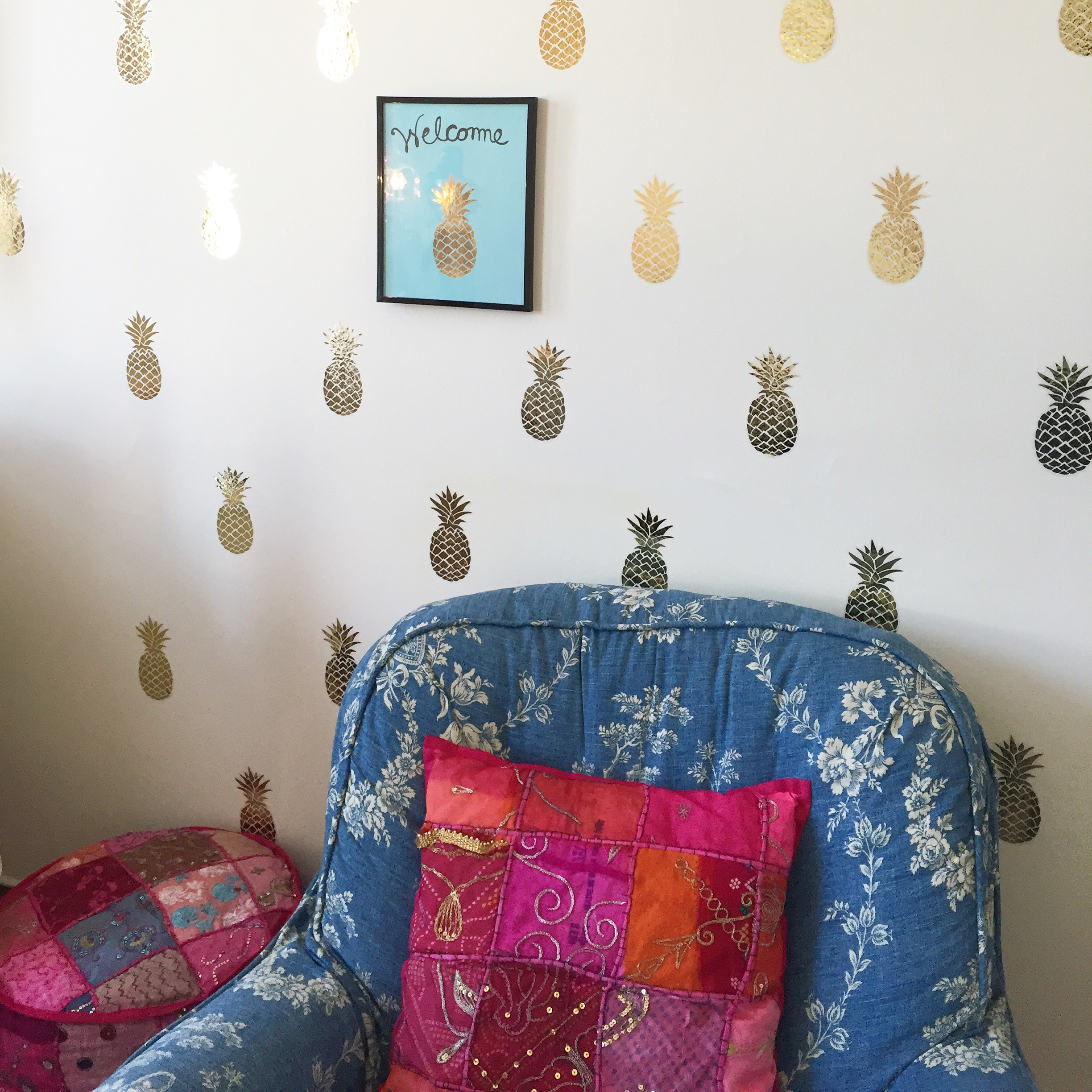 pineapple feature wall